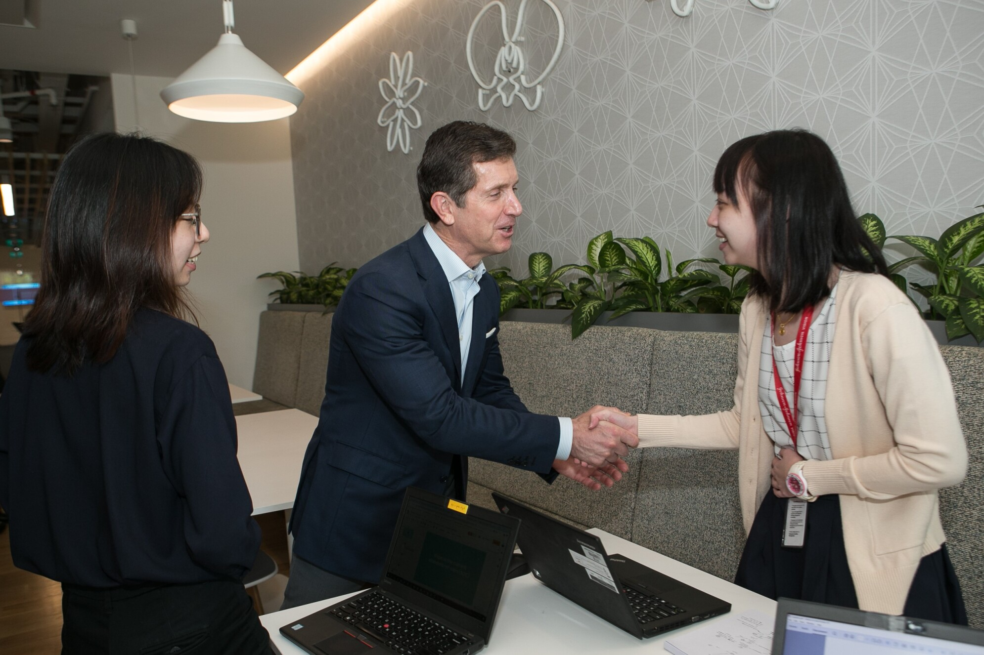 Alex Gorsky meeting with employees on his visit to Singapore in 2019